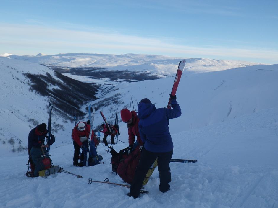 Bæring av ski på sekken - ned mot Grimsdalen
