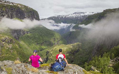 En liten matpause for å nye utsikten over Aurlandsdalen.
