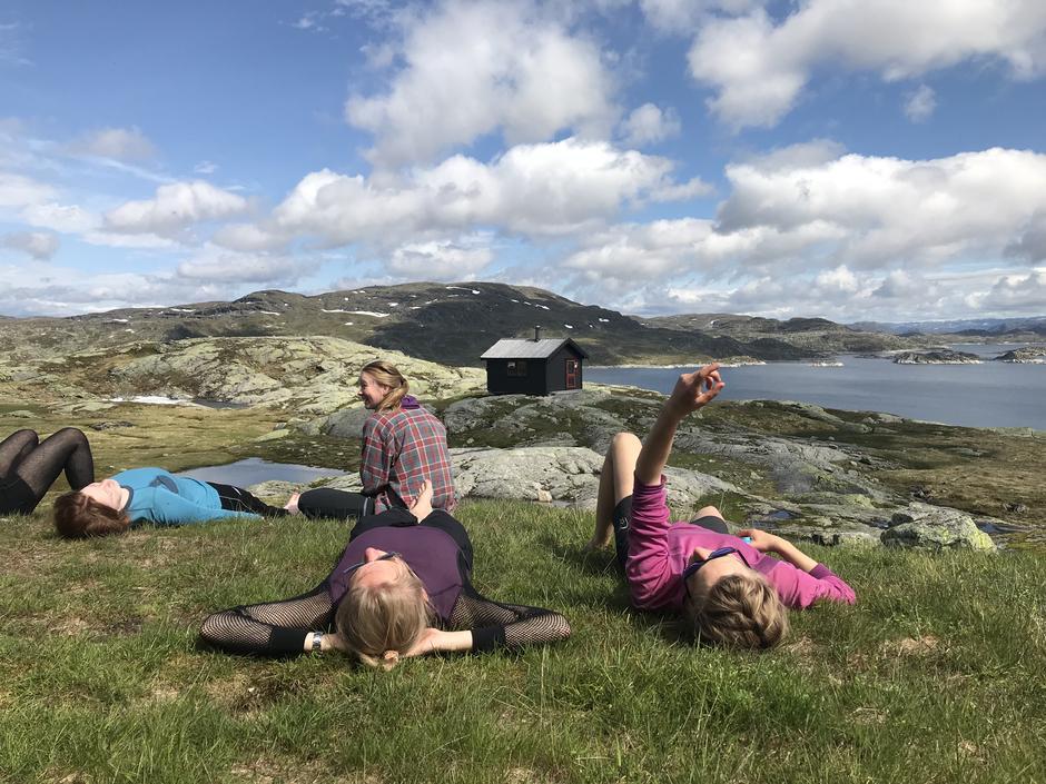 fine forhold mellom Haukeliseter – Holmavatn – Kvanndalen, ikke særlig mye snø igjen og relativt tørre og fine stier. Broene er ute og det er enkelt og krysse de andre vannene.