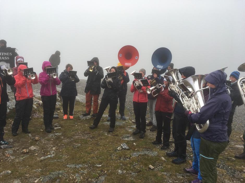 Bertnes Brass trosset vær og vind, og skapte god stemning i tåkehavet!