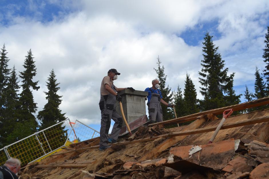 Per Harald Jørgensen og Jørn Breili på taket - på Kittilbua