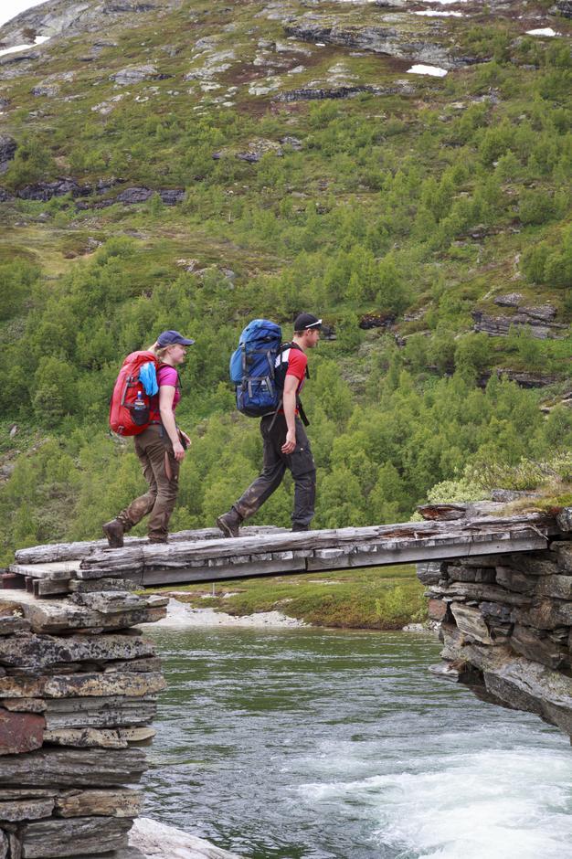 Nora og Lars hadde noen dager igjen av ferien og ville oppleve Aurlandsdalen.