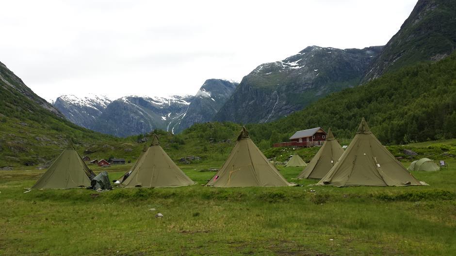 Snart vert telta erstatta av nytt hus.