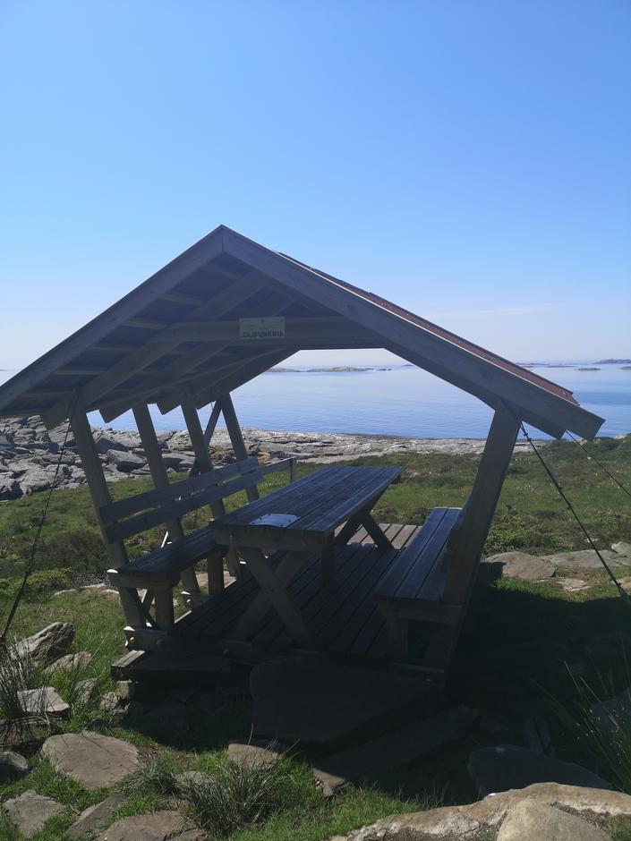 Gapahuk langs Gløvrebuløypa