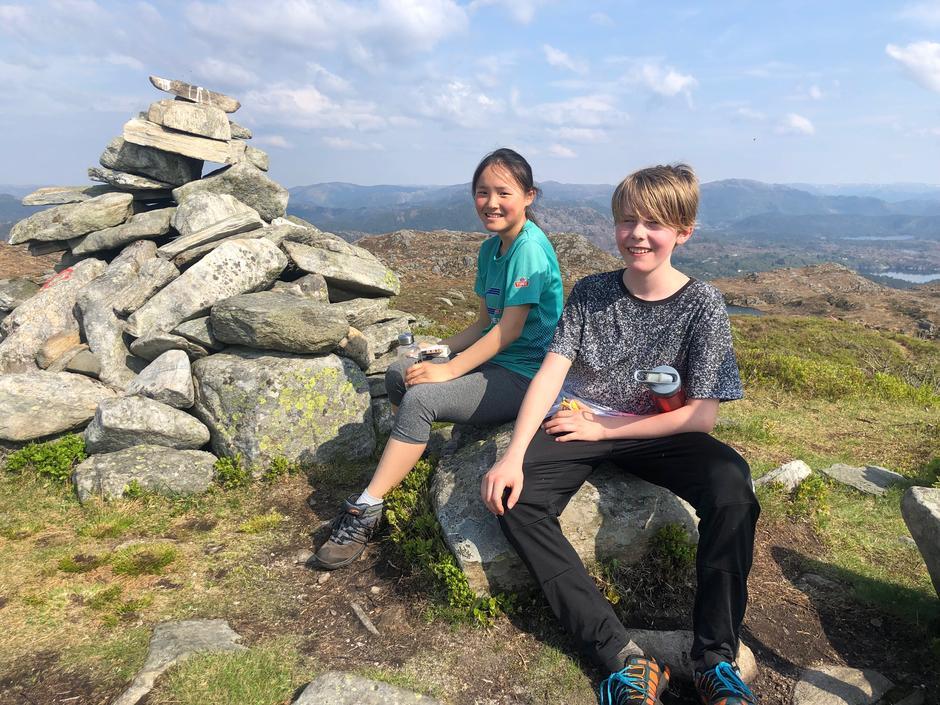 IMPONERTE: Leane Hosøy og Ådne Wilberg impnerte stort da de som de eneste barna i 3-fjellsturens historie besteg alle tre toppene for sjette gang på søndag.