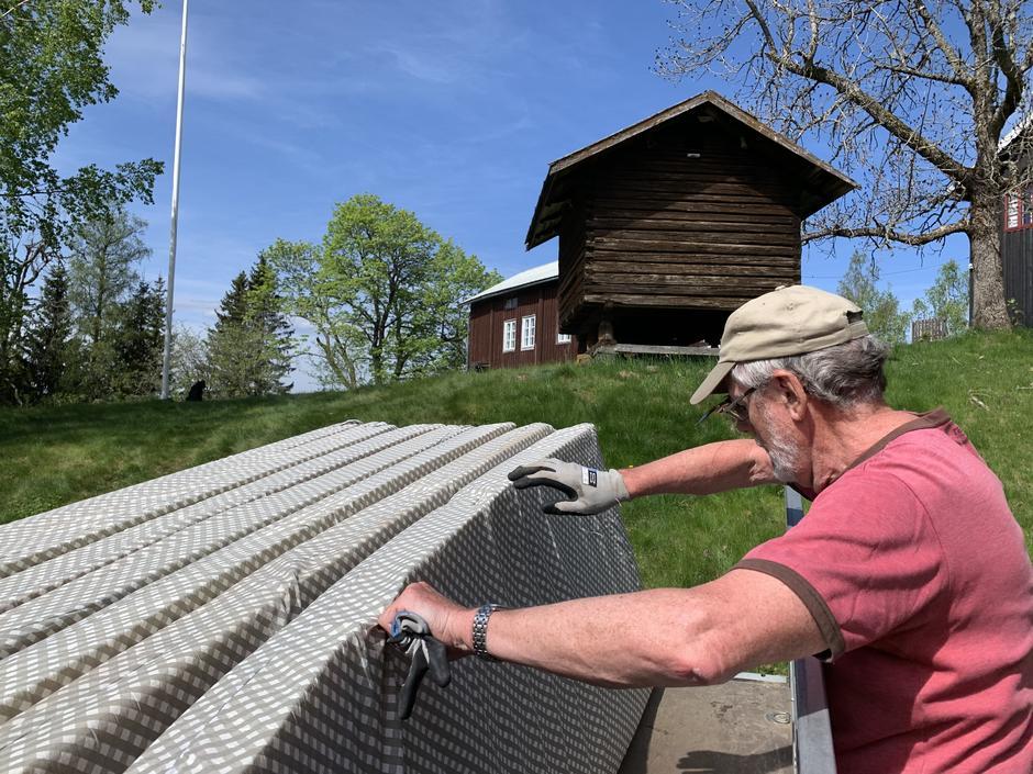 Tirsdag 1. juni ble HHTs utstyr flyttet fra Finnsbråten - og Tore Nilsen var (som vanlig) med og bidro
