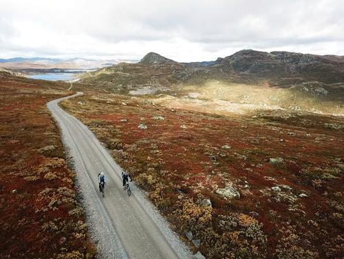 ÅPNE LANDSKAP: Sykkelen er en flott måte å oppleve Hardangervidda på.