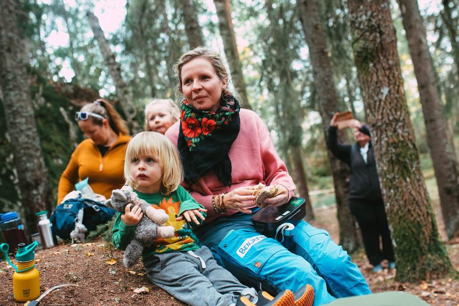 Barn og voksne koste seg på Kom deg ut-turen til Dølerud i Østmarka ved Oslo.