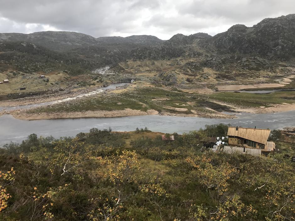 Kvinen ligger flott til i terrenget i Sirdal.
