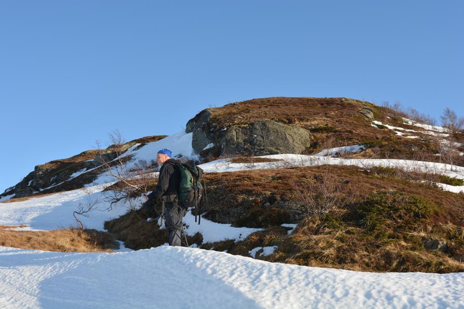 Mot Torvedalen, lite snø på toppane 900 moh