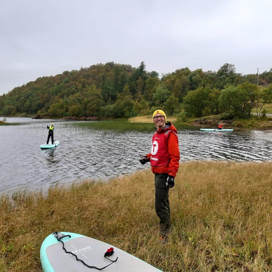 DNT ung med SUP på Svartvatnet