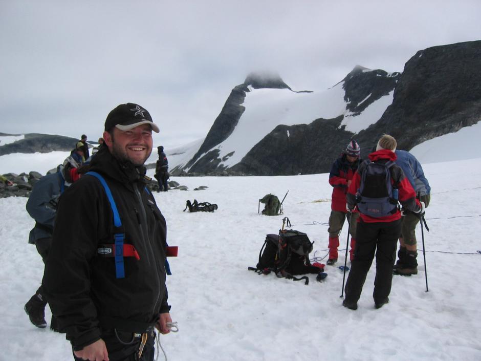 Med Midtre Nordfjord Turlag til Lodalskåpa i 2007. Brekryssinga til LuT passerer forbi her, like før nedstiginga i Brattebakken til Bødalsetra.