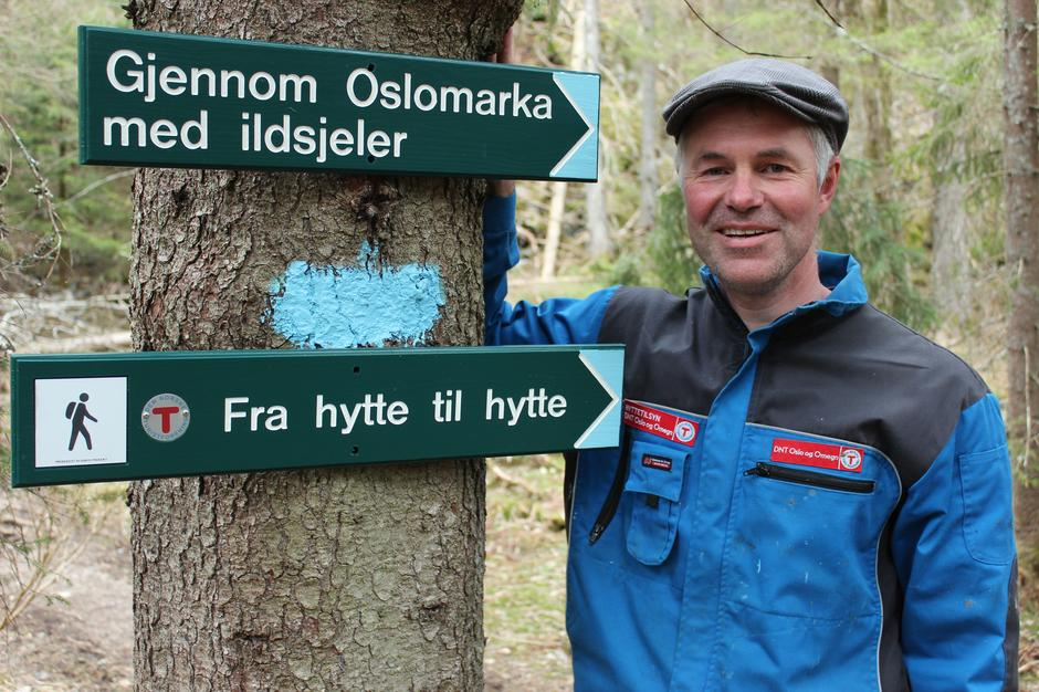 Håkon Breivik Myhr, selv mangeårig frivillig i DNT Oslo og Omegn, har skrevet en praktfull bok om Oslomarka og de frivillige.