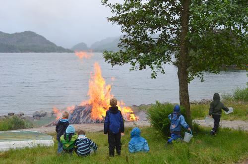 STORT BÅL: Vi satser på stort bål og god stemning. Foto Njål Vadla