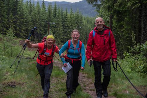 Marianne Sekkesæter, Linn Cecilie Steffen og Sven Reme hadde stor glede av å gå toppturen vår i juni.  Nå kan du også dele den gleden.