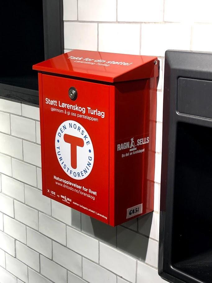 Et titalls butikker i Lørenskog og Lillestrøm har fått pantepostkasser fra Lørenskog Turlag