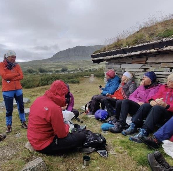 Fortellinger og lunsj i le på Peer Gynt hytta