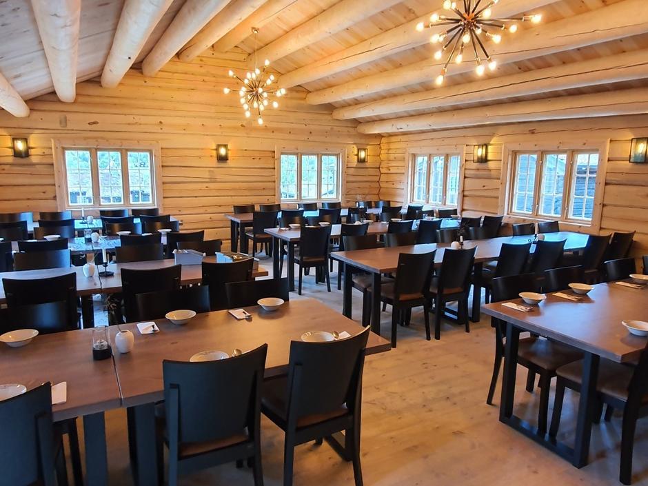 Se den flotte spisesalen på Sota Sæter! Nybygget kom opp i sommer, med støtte fra Fjellbanken.