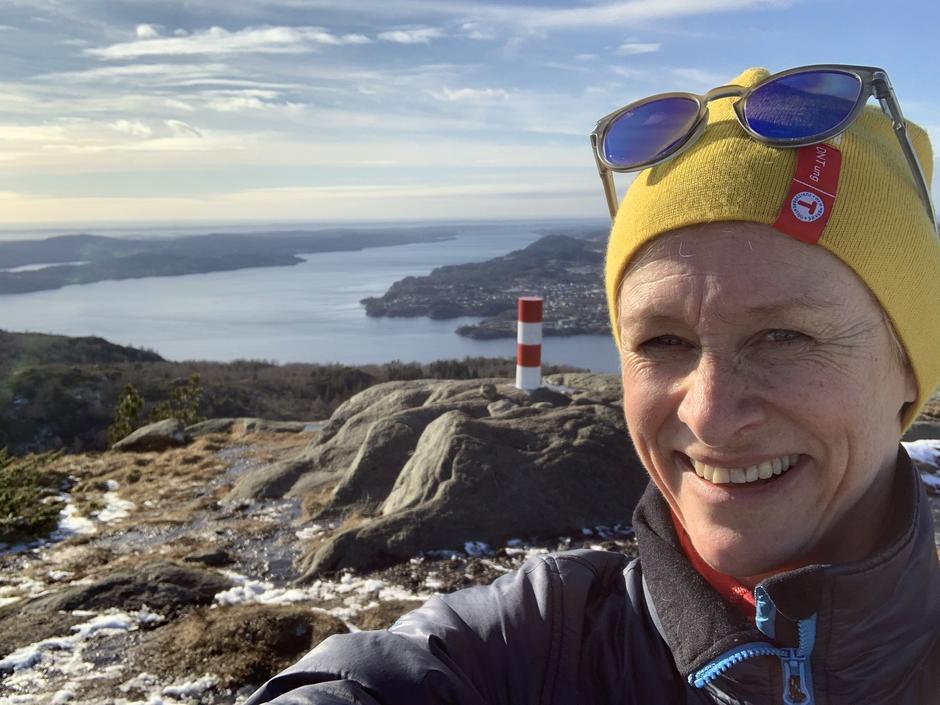 Helene Ødven, daglig leder i Bergen og Hordaland Turlag, på tur til Tellavikfjellet.
