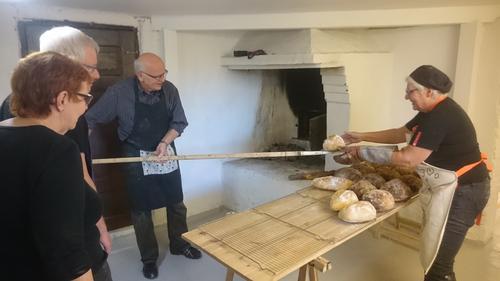 Lær å bake brød i steinovn