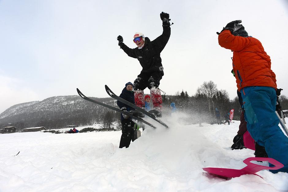 STILRENT: Tunga rett i munnen, bred beinstilling og friskt mot hører med når gutta konkurrerer i skihopp.