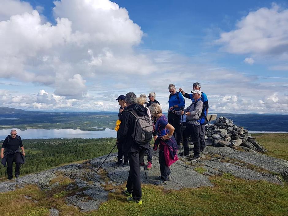 På Auenhaugen. Utsikt til Tisleifjorden og mykje meir.