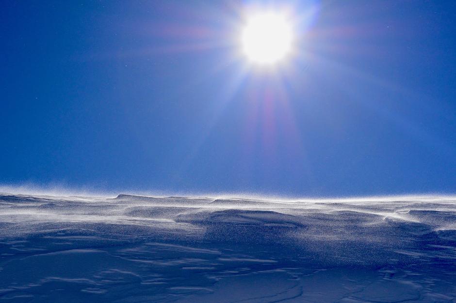 Vindpakket snø dominerer i Ryfylkeheiene ved inngangen til påsken.