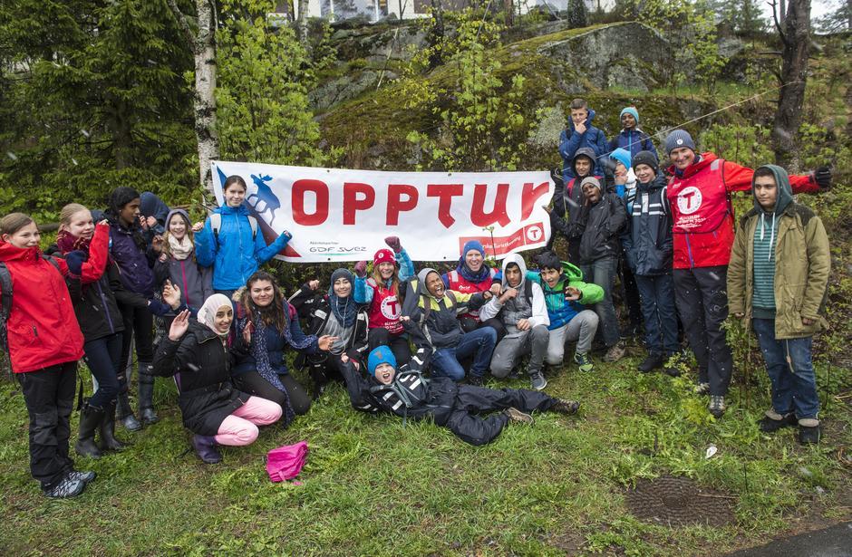 Nils Øveraas, Kristin Oftedal sammen med en klasse fra Apalløkka skole deltok på Opptur 2014 på Romsås