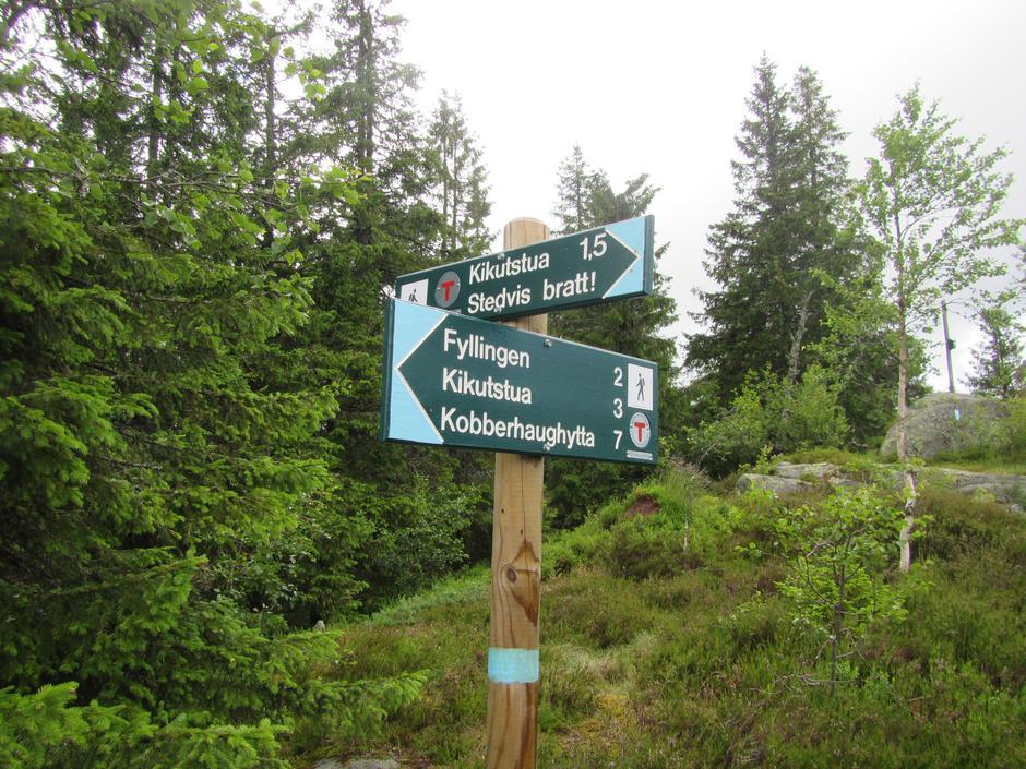 Blåskilt på Kikut i Nordmarka