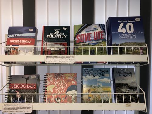 Bøker i LOTs turbutikk