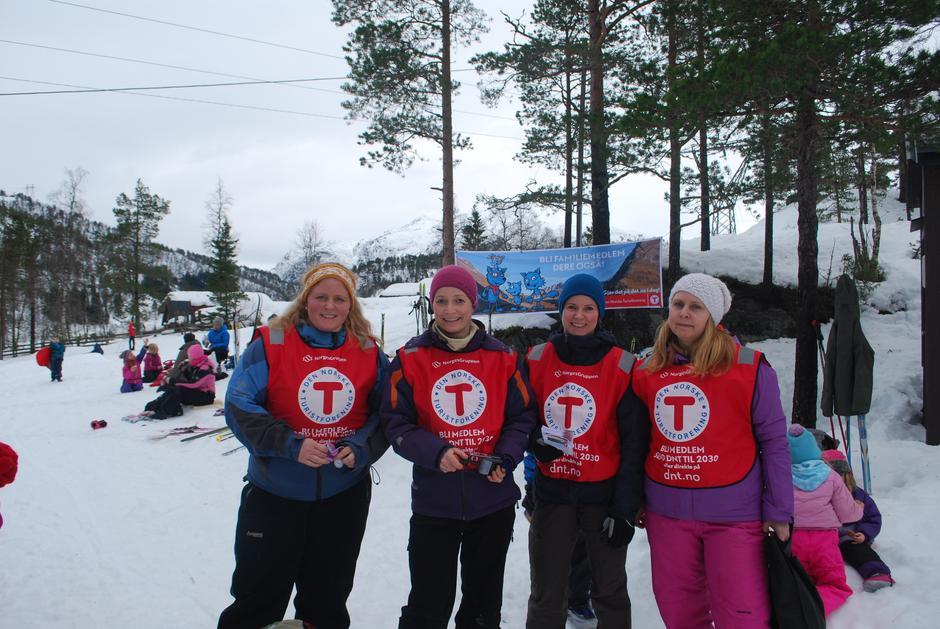 Når ungene var fornøyde, ble turlederne fornøyde! F.v. Katrine, Ragna, Janne og Line Anita.