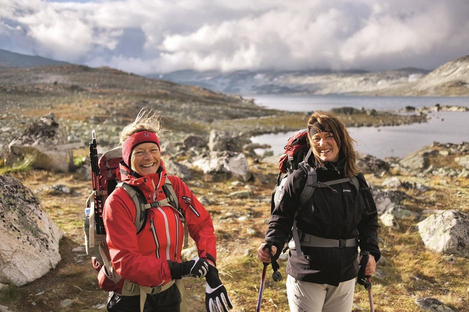 BLIDT MØTE: Danske Ellen Bertelsen og Annemette Egerod er ivrige vandrere i norske fjell.