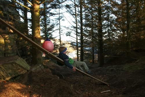 Kjekt å leike i skogen ved Gløvrebu