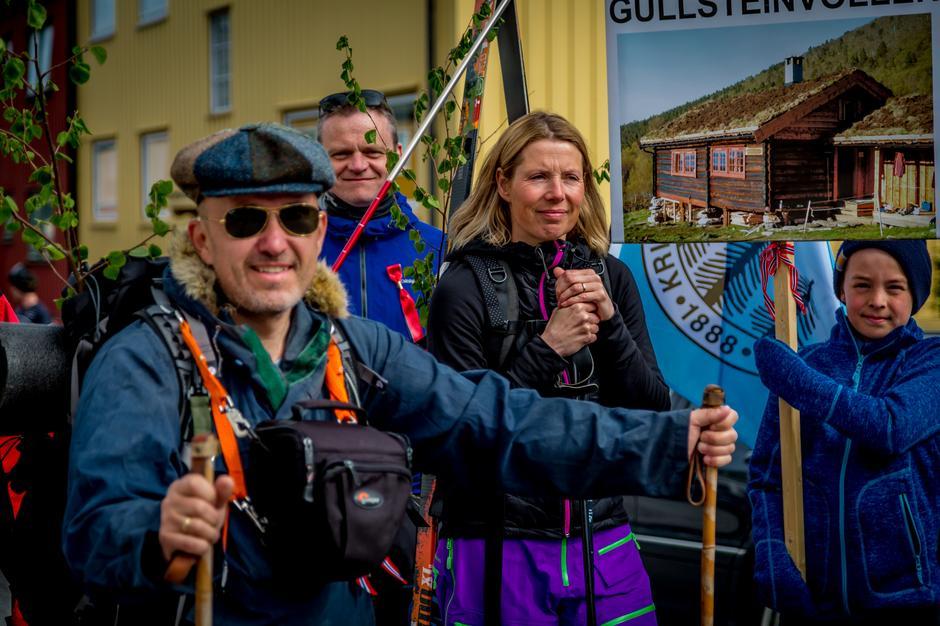Rett før avgang. Roar Halten til venstre. Marit Gudmundsen til høyre.
