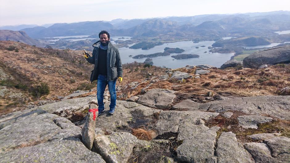 PÅ FJELLTUR: Mohammad på toppen av Bjørndalsfjellet i Sandnes.