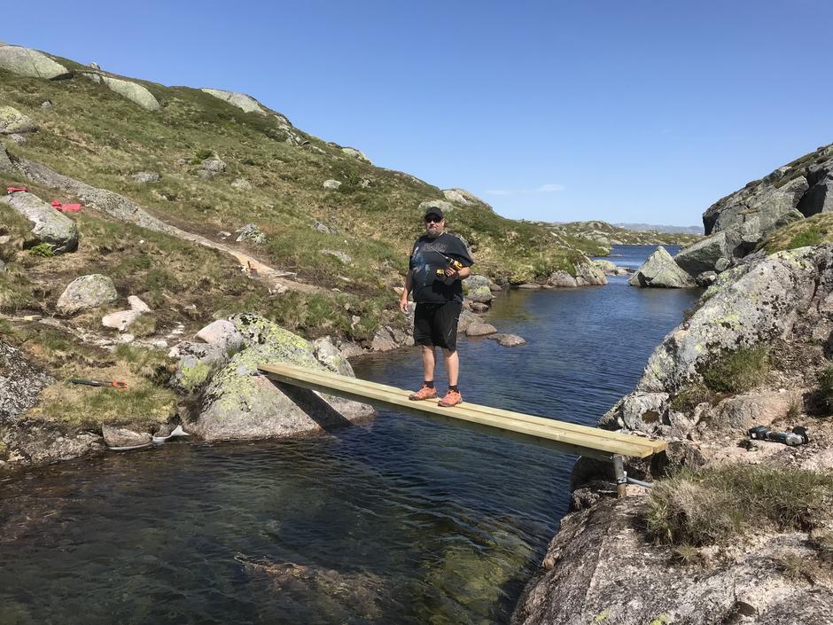 Bro til Børsteinen. Bildet er tatt sommeren 2018.