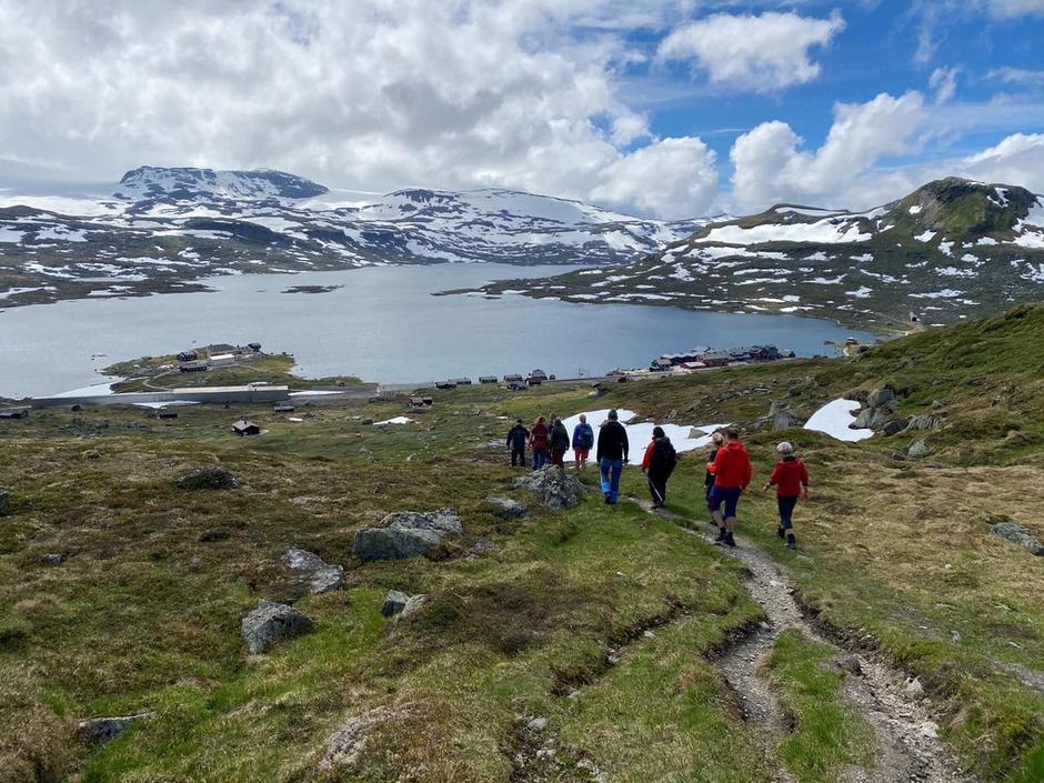 Ned fra Jomfrunuten og til Finsehytta 26. juni 2021.