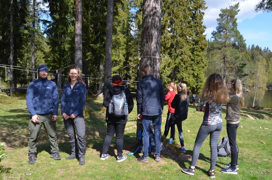 Kø for å prøve tauklatreløypen til Oslofjordens Friluftsråd