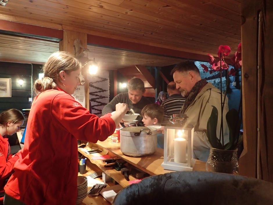 Rømmegrøten og spekematen var populær!