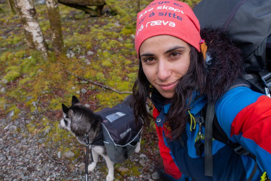 Turleder Amy Mir viser vei i Rogaland. Mir er turleder i Stavanger Turistforening.