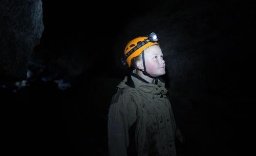 Våring Bruvik under bakken i Dumdalsgrotten i Bøverdalen.