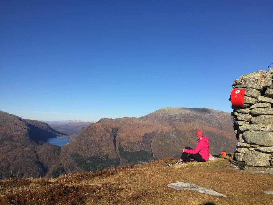 Utsikt frå Skogstadfjellet mot Einehaugfjellet i Angedalen.