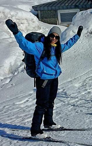 EKSPEDISJONSFARER: Amy Mir gikk 750 km på ski langs finskegrensa i vinter. Helt alene. Den blå jakken hun har på seg kommer for salg på Vipps-stativet i Tursenteret.