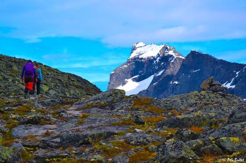 På vei opp Store Soleibotntind, med utsikt mot Store Austabotntind i Hurrungane, Jotunheimen.