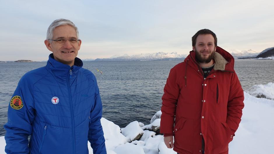 Daglig leder Jørn Arild Thorvaldsen tar imot ny tur- og aktivitetsleder Asgeir Domaas Pedersen.