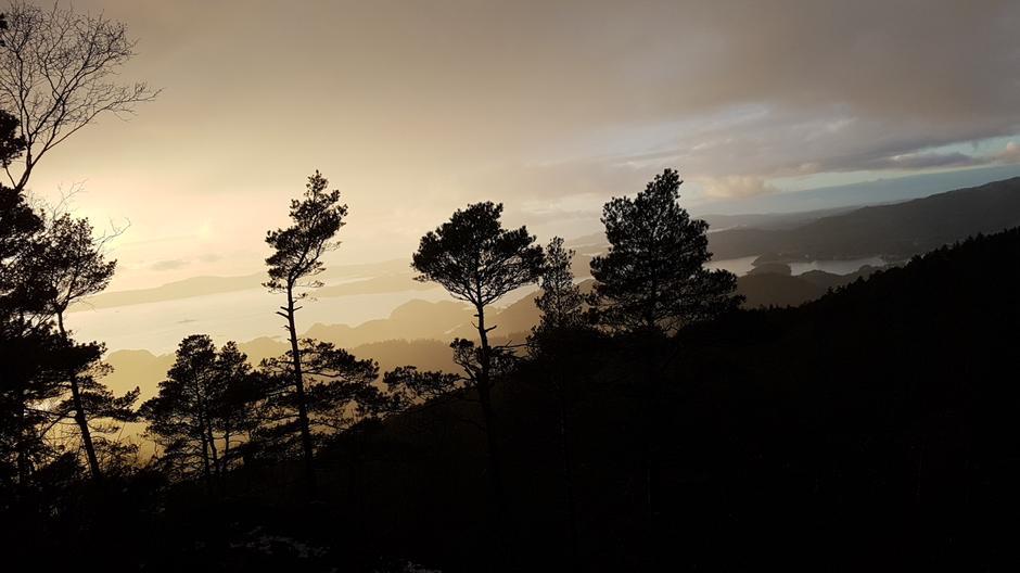 Høglikampen Hagavik, vakkert lys 2 minutt før regnet setter inn