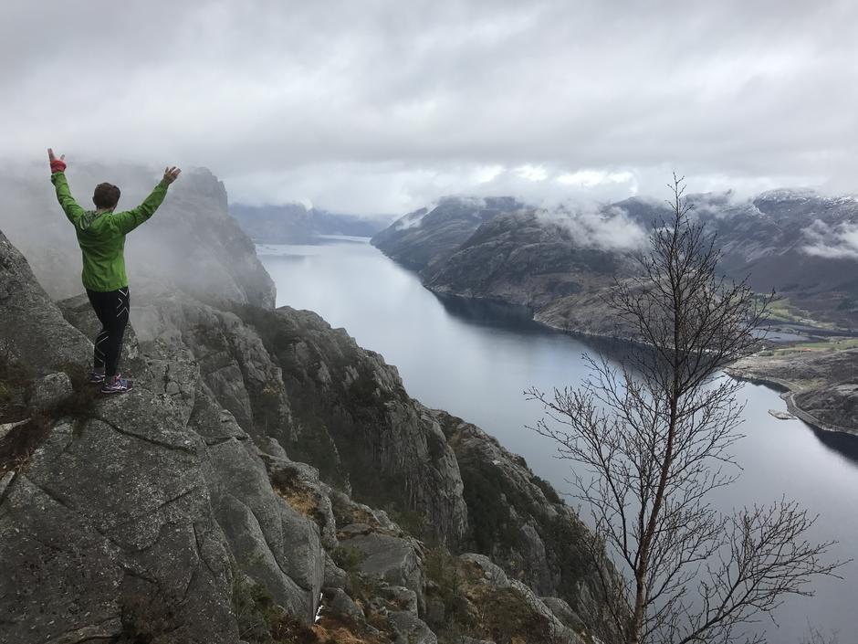 Barmarksforhold flere plasser under 900 moh i Ryfylke. Bilde Lysefjorden v Hatten. Prekestolen bakenfor.  18 April 2017