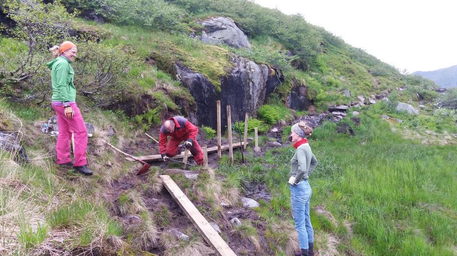 Klopping på stien fram til hytta.