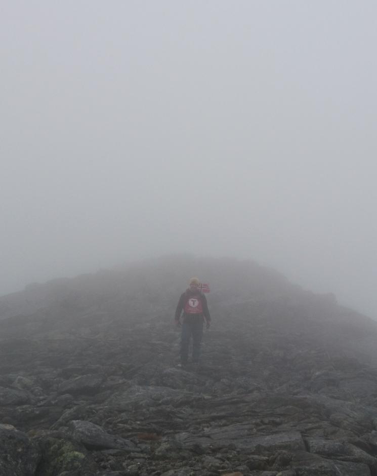 Toppmannskapet på Sandvasstinden måtte snu og komme ned igjen...