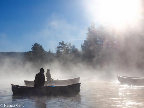 Kanotur på Nidelva en morgen med medstudenter fra friluftslivstudie i Bø i Telemark